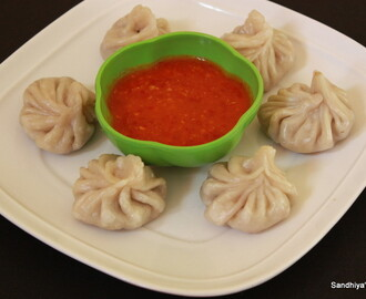 Veg Momos & Chili Garlic Sauce