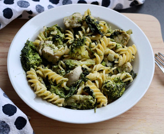 Pasta pesto met spinazie, kip en broccoli
