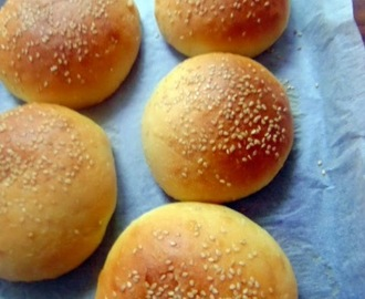 Eggless Hamburger Buns...