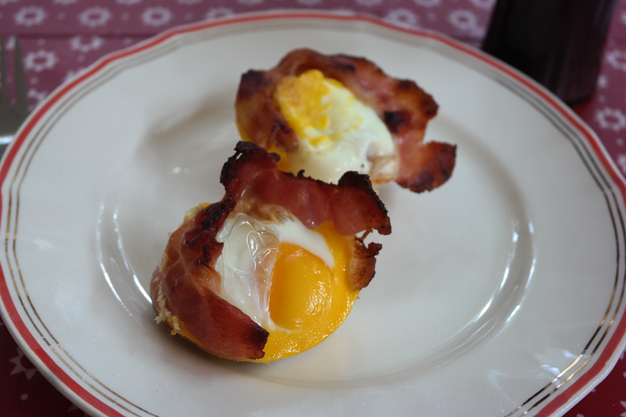 Egg og bacon i muffinsform