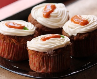 Carrot Cupcakes Recipe / Carrot Cupcakes with Cream Cheese Frosting