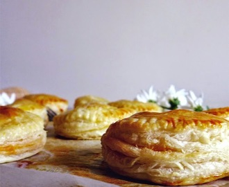"Folhados de alheira/ Puff pastry filled with ""alheira"""
