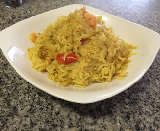 Arroz con curry y camarones