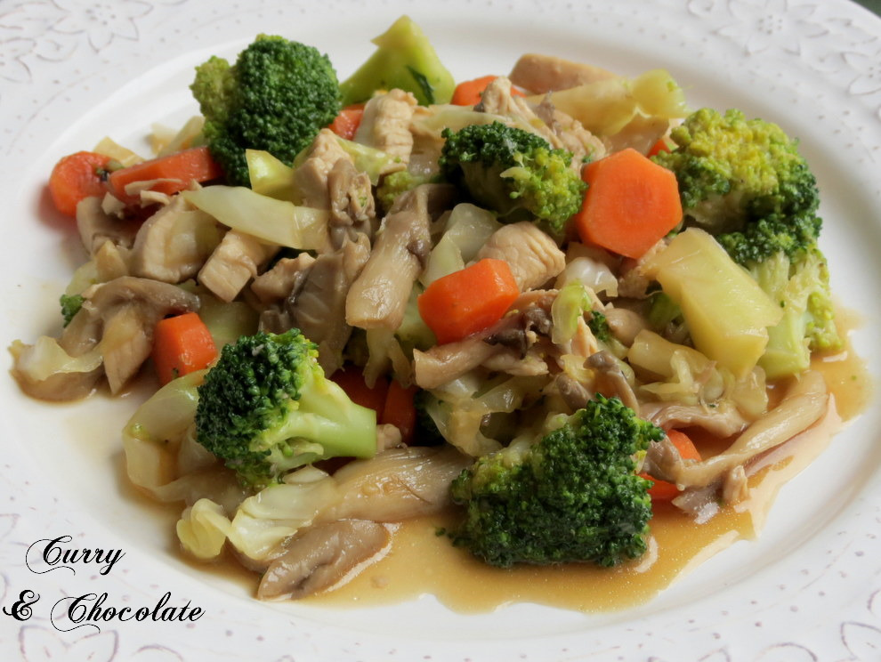 Salteado de pollo con setas, verduras y salsa de soja - Sautéed chicken with mushrooms and vegetables