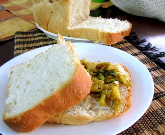Potato Peas Sandwich with Garlic Bread