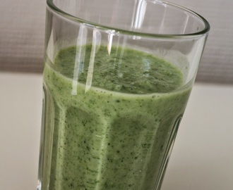 GRØNN smoothie med brokkoli, spinat og avocado