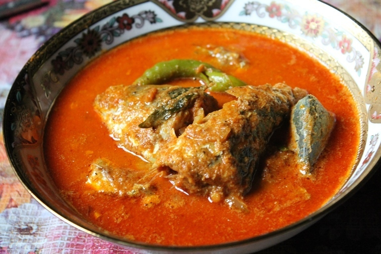 Ayala Meen Kuzhambu Recipe / Ayila Meen Kulambu / Mackerel Fish Curry Recipe
