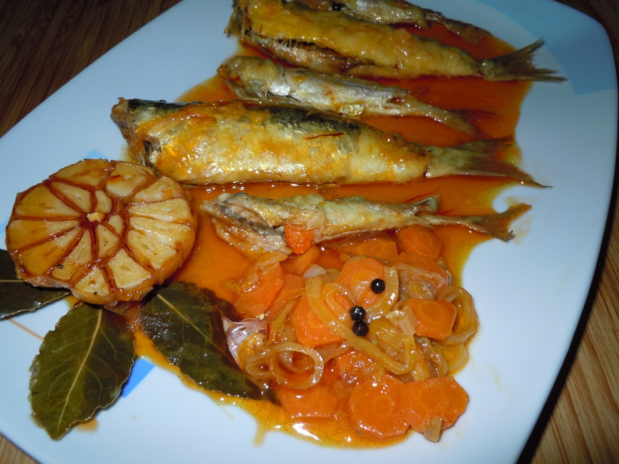 ESCABECHE DE SARDINAS Y CHICHARRITOS