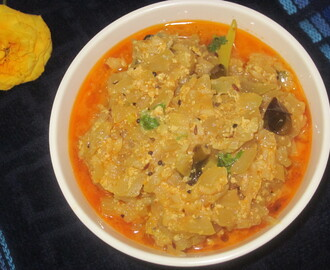 Sorakaya Palu koora (Bottle gourd and Milk curry)