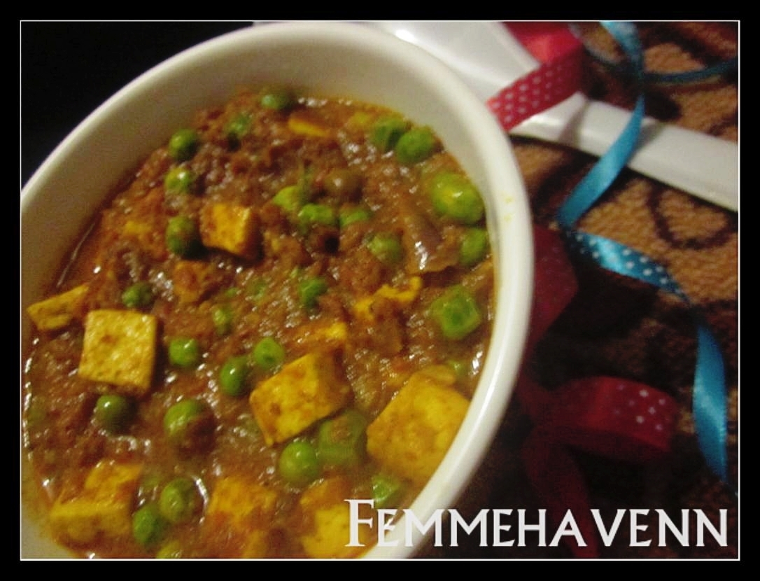 Matar Paneer/Mutter Paneer (Cottage Cheese and Peas in rich spicy gravy)