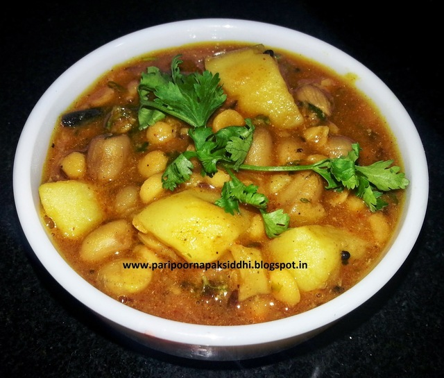 CHANA DAL SHENGDANA ANI BATATYACHI AMTI / BENGAL GRAM WITH PEANUTS AND POTATO