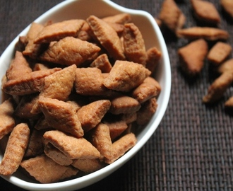 Shakarpara Recipe - Fried Maida Biscuits Recipe