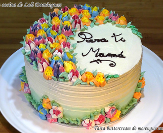Tarta buttercream de merengue suizo decorada con boquillas rusas