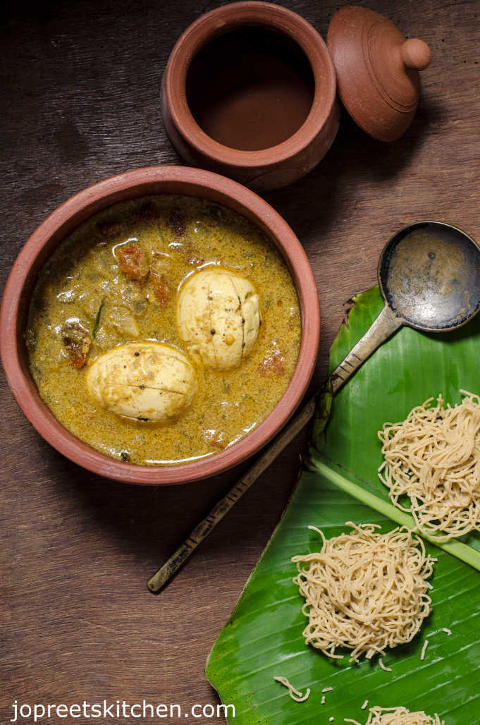 Simple Egg Curry using Coconut Milk - Perfect with Appam & Idiyappam
