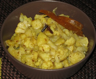 Alu Phool Kopir Dalna (Bengali Potato and Cauliflower Curry)
