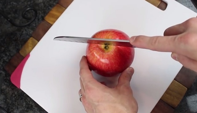The best apple slicing techniques – 5 Delicious Apple Hacks