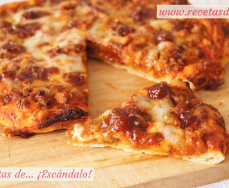 Pizza barbacoa con masa de pizza casera