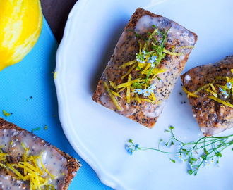 LcHf; Lemon poppyseed formkake