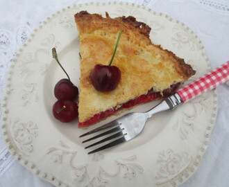 Classic cherry pie with butter crust (Pastel de cerezas)