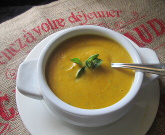 pumpkin and basil soup  (Sopa de zapallo con albahaca)
