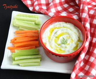 Tzatziki Sauce | Greek Cucumber Yogurt Sauce