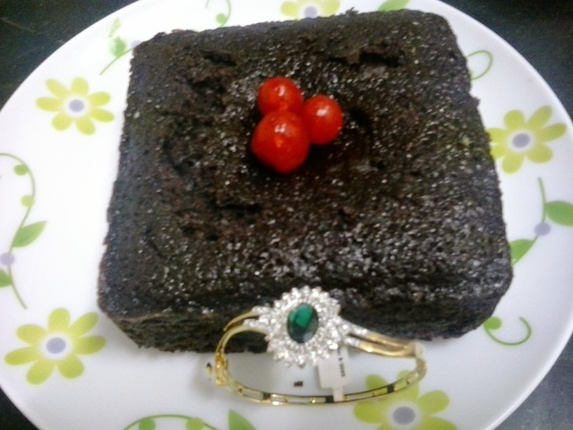 Rich moist eggless chocolate cake | Eggless chocolate cake in pressure cooker no butter