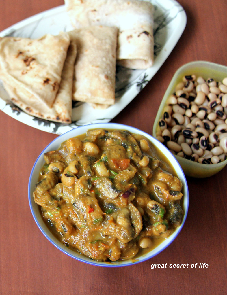 Dhingri Lobhia - Black Eye and mushroom curry - Tasty and simple mushroom side dish for rice, Roti, Chapati, Naan