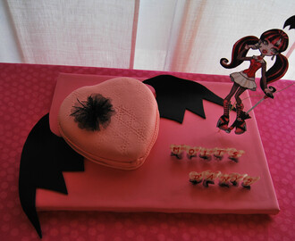 TARTA MONSTER HIGH & CAKEPOPS...FIESTA MONSTER HIGH 3 PARTE