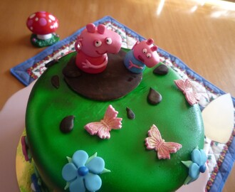 Tarta de peppa pig (layer cake de chocolate y buttercream de queso al chocolate)
