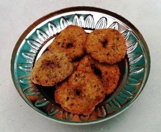 Milagu Vadai/Anjaneyar Vadai  (Pepper and cumin seed fritters)