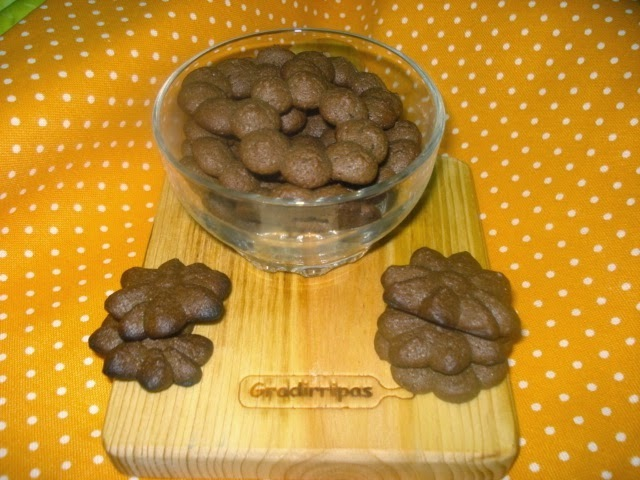 BISCOITOS DE CHOCOLATE E CACAU ....  ( DO BLOG DA LUÍSA ALEXANDRA )