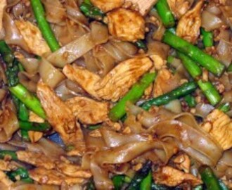 Thai Rice Noodles With Chicken and Asparagus