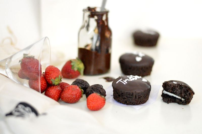 Eggless chocolate mini cakes