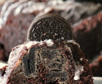 Oreo bundt cake { National Bundt Cake Day }