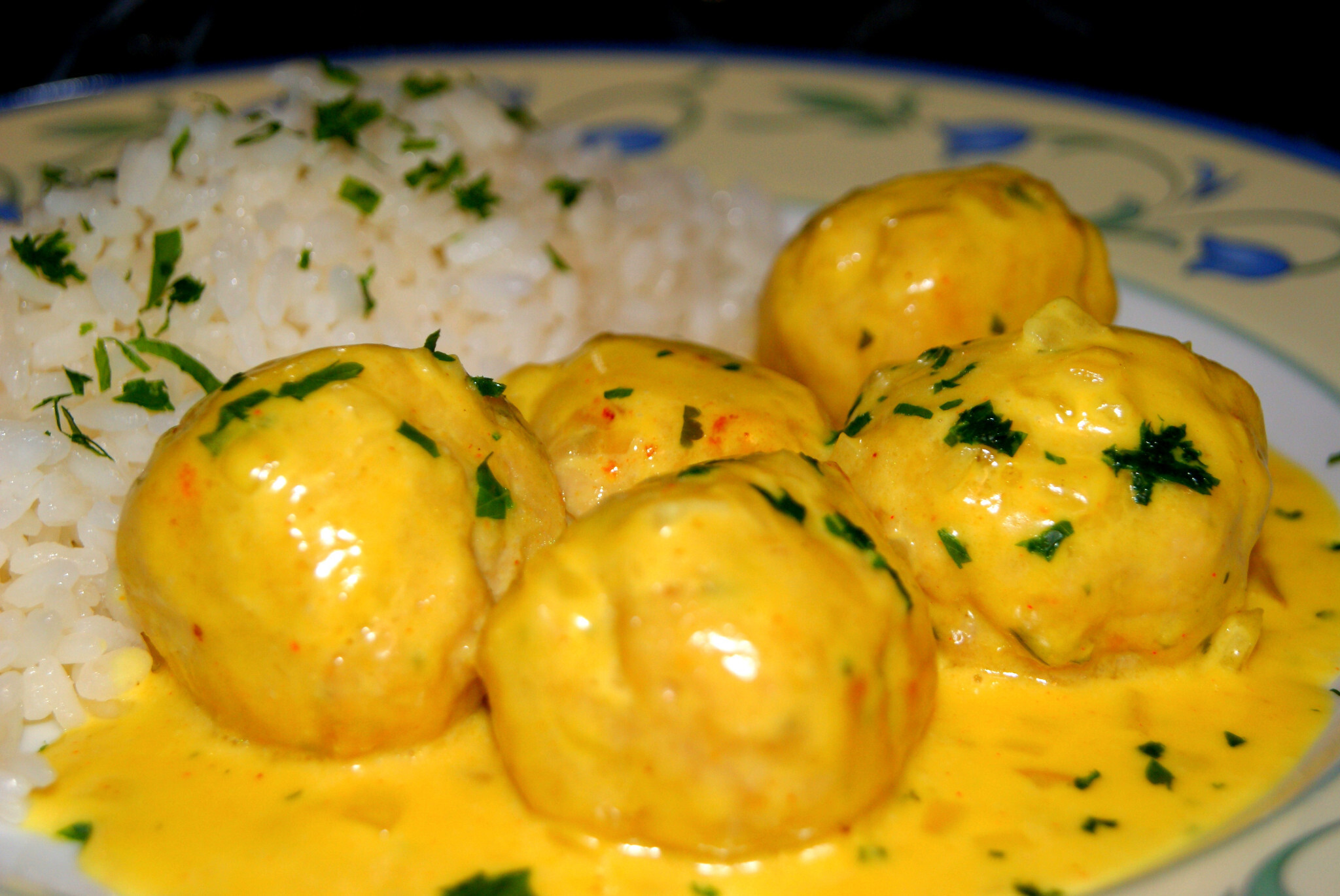 Albondigas de Pollo al Curry con Arroz Blanco