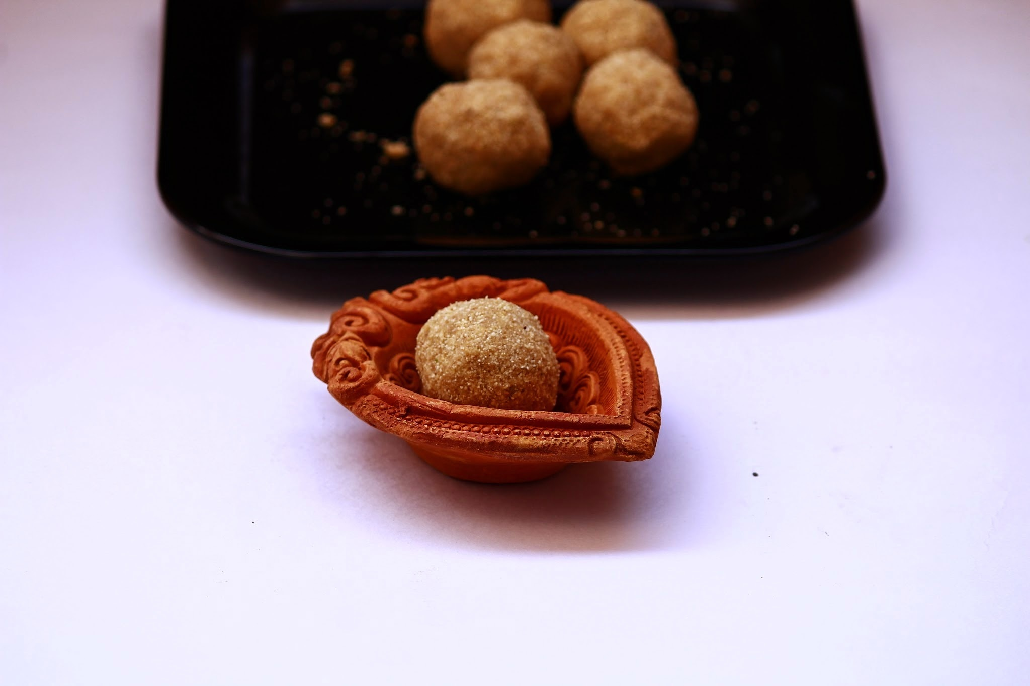 Thinai laddu / Foxtail millet ladoo / Easy and healthy snack recipe