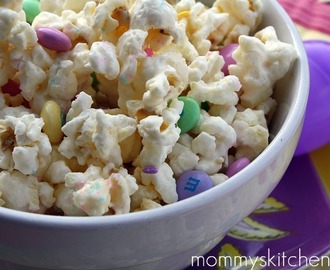 Vanilla Popcorn Mix {Easter Bunny Munch Mix}
