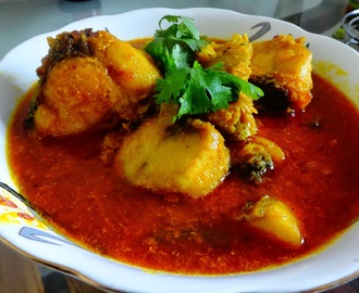 Machher jhol (Fish curry Bengali style)
