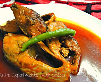 Kancha Ilisher Jhal (Hilsa Cooked In Thin Hot Red Curry)