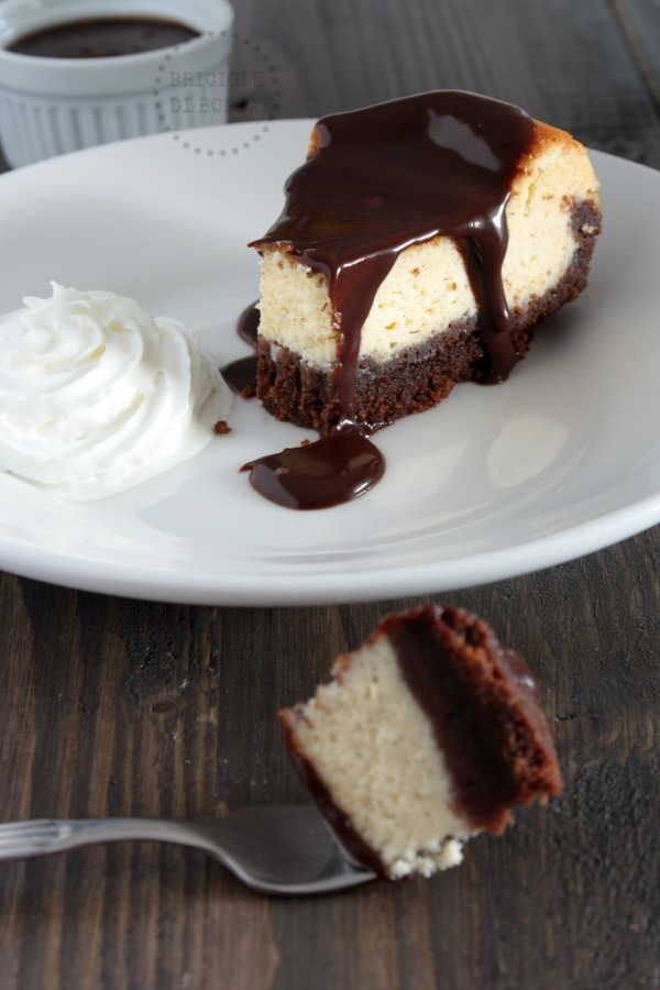 Cheesecake cotto alla vaniglia e glassa al cioccolato – Baked vanilla cheesecake and chocolate glaze