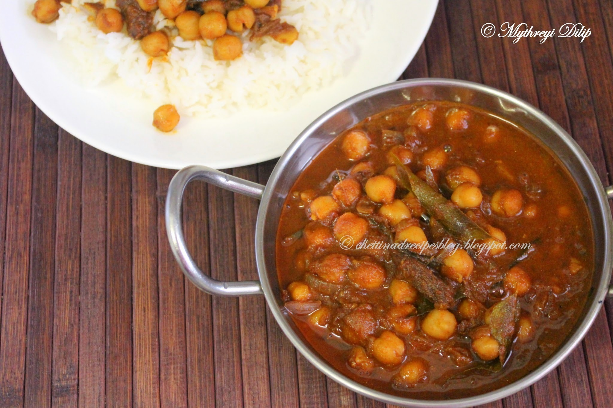 Chettinad Konda Kadalai Karuvadu Kuzhambu / Dried Fish Chickpea Curry.