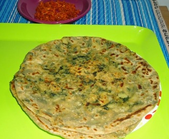 Stuffed aloo methi paratha recipe  /  Indian flat bread stuffed with potato and fresh fenugreeks