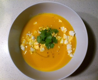 Creme de cenoura com ovo e coentros | Creamy carrot soup with egg and coriander