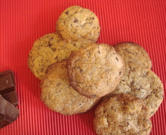 Galletas de vainilla con trocitos de chocolate y nueces