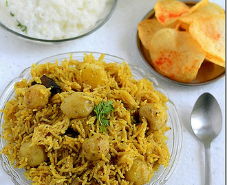 Chettinad Baby Potato Biryani Recipe-Sunday Lunch Recipes-4