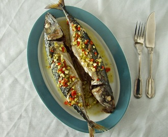 Cavala no forno com molho de malagueta, gengibre e lima / Oven baked mackerel with chilli, ginger and lime sauce