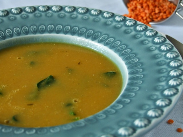 Sopa de lentilhas vermelhas, batata-doce e espinafres / Red lentil, sweet potato and spinach soup