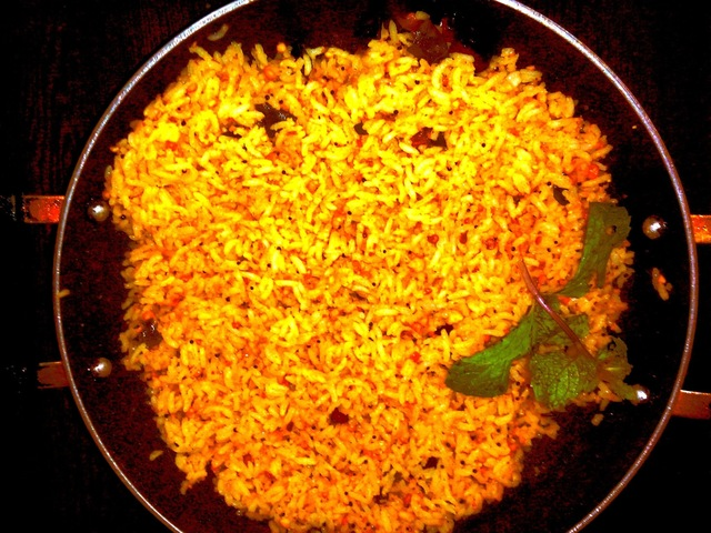 Home made temple style tamarind rice (Puliyotharai)