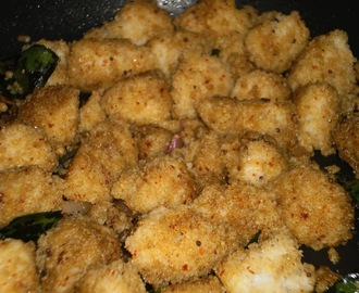 Spicy fried Idly (Spicy fried Indian rice cake/Podi Idly)