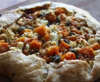A Meatless Thanksgiving Dinner :: Butternut Squash and Caramelized Onion Galette
